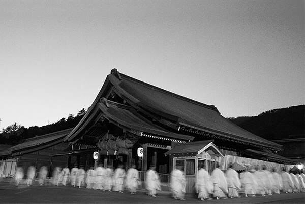 Sacred line of shinto priests, Sanshin / ID: IZU-008